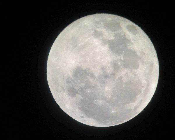 Photography of the Full Moon taken with an iphone and a telescop